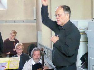 Dirigenten Antal Barnás beim Pfingsthochamt